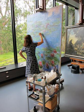 Removing the synthetic varnish on Monet's Water Lilies